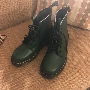 Dr Marten 1460 Green Boots Doc size UK 6 US 8